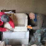 spezielle Türsteine werden eingebaut